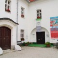Grajsko dvorišče • A vári udvar • The castle's court